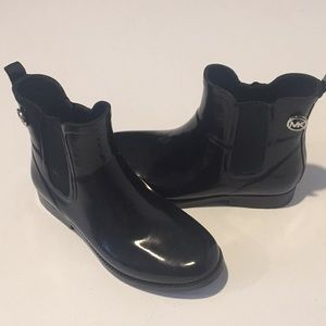 MICHAEL KORS PATENT LEATHER BOOTIES